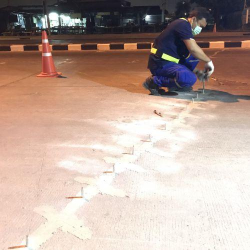 งานซ่อมถนนแตกร้าวด้วยวิธีเสริมแผ่นเหล็ก(epoxy stitching) ถนนทางหลวง 3592
