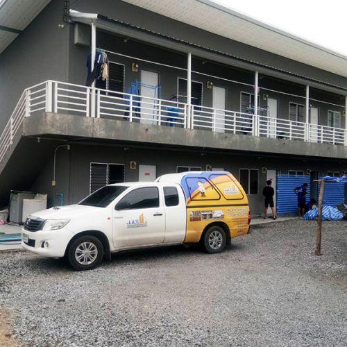 งานเสริมเสาเข็มไมโครไพล์ แก้ปัญหาโครงอาคารทรุดเอียง อาคารหอพักจังหวัดชลบุรี